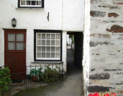 Squeezeebelly Alley in Port Isaac   Breath in.......